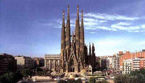 sagrada familia spain barcelona antonio gaudi