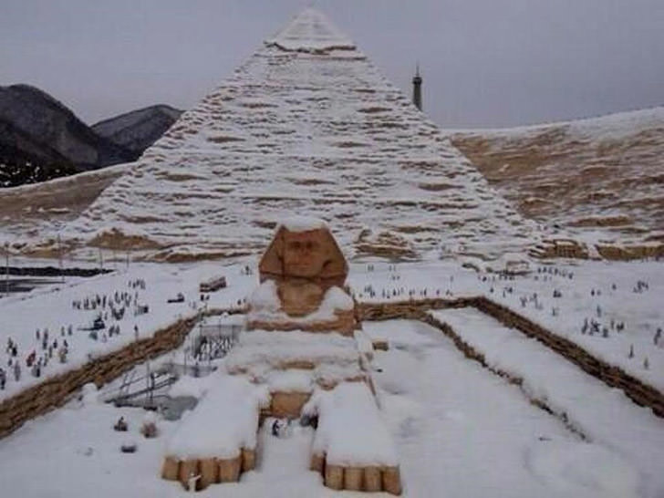 piramid egypt sphinx snow